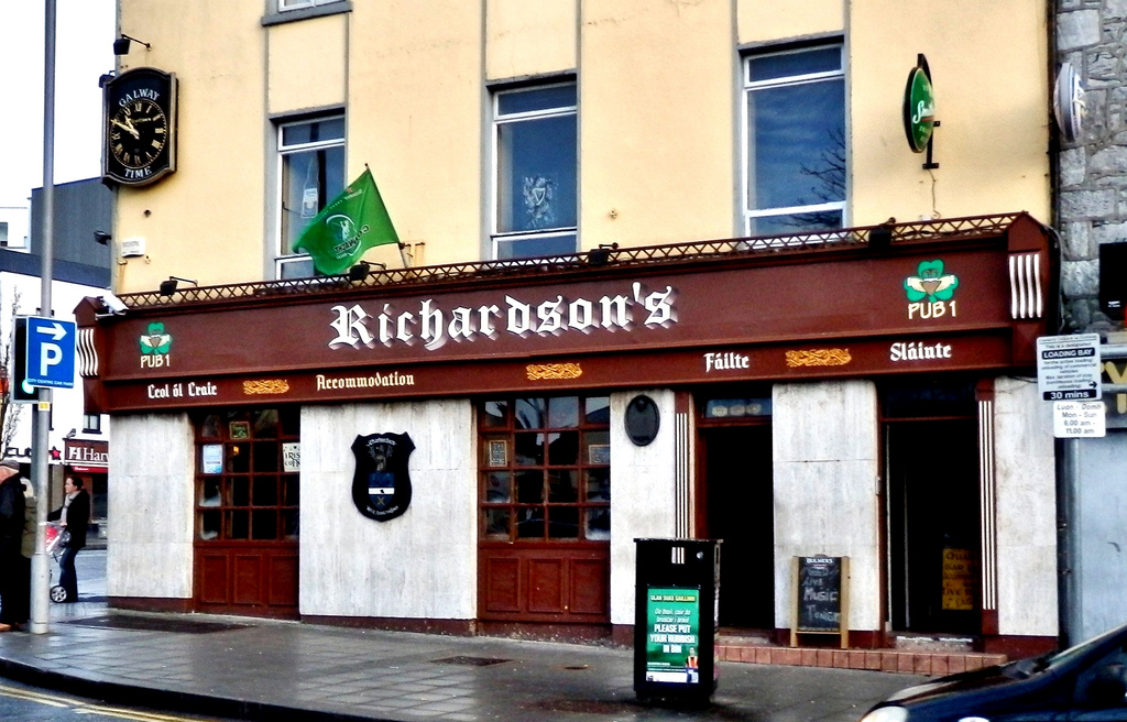 Irish Pubs Richardson's Bar, Eyre Square Galway Traditional Irish Pub Family run. Home cooked Bar food, Live Music